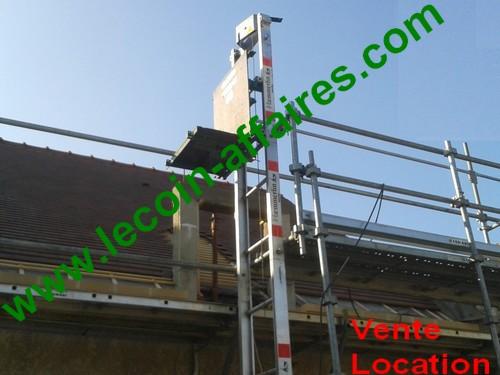 Location monte matériaux et tuiles 75 € TTC *